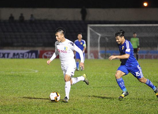 Quang Hải (áo trắng) là cầu thủ được kỳ vọng tỏa sáng nhất khi đội tuyển Việt Nam gặp Philippines. Ảnh: A.S
