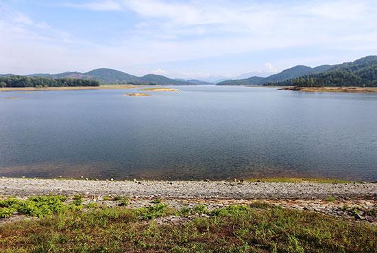 Dù hiện nay lượng nước tích trữ chưa đạt yêu cầu nhưng hồ chứa Phú Ninh vẫn đảm bảo phục vụ tưới trong suốt vụ đông xuân 2018 - 2019. Ảnh: S.V