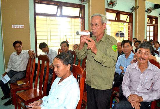 Ủy ban MTTQ Việt Nam huyện Thăng Bình tiếp cận ý kiến của cử tri chuyển tải đến ngành chức năng để có biện pháp xử lý kịp thời. Ảnh: QUANG VIỆT