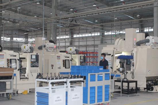 Nhà máy sản xuất phụ tùng ô tô của Công ty TNHH CTR Vina được đầu tư dây chuyền công nghệ hiện đại. Ảnh: D.L