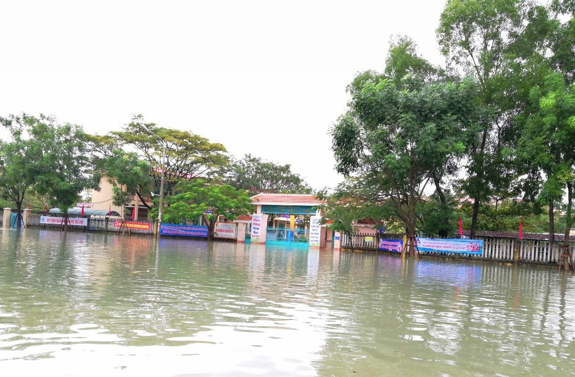 Trường TH Nguyễn Văn Trỗi (ảnh chụp 9 giờ sáng 10.12). Ảnh: P.H