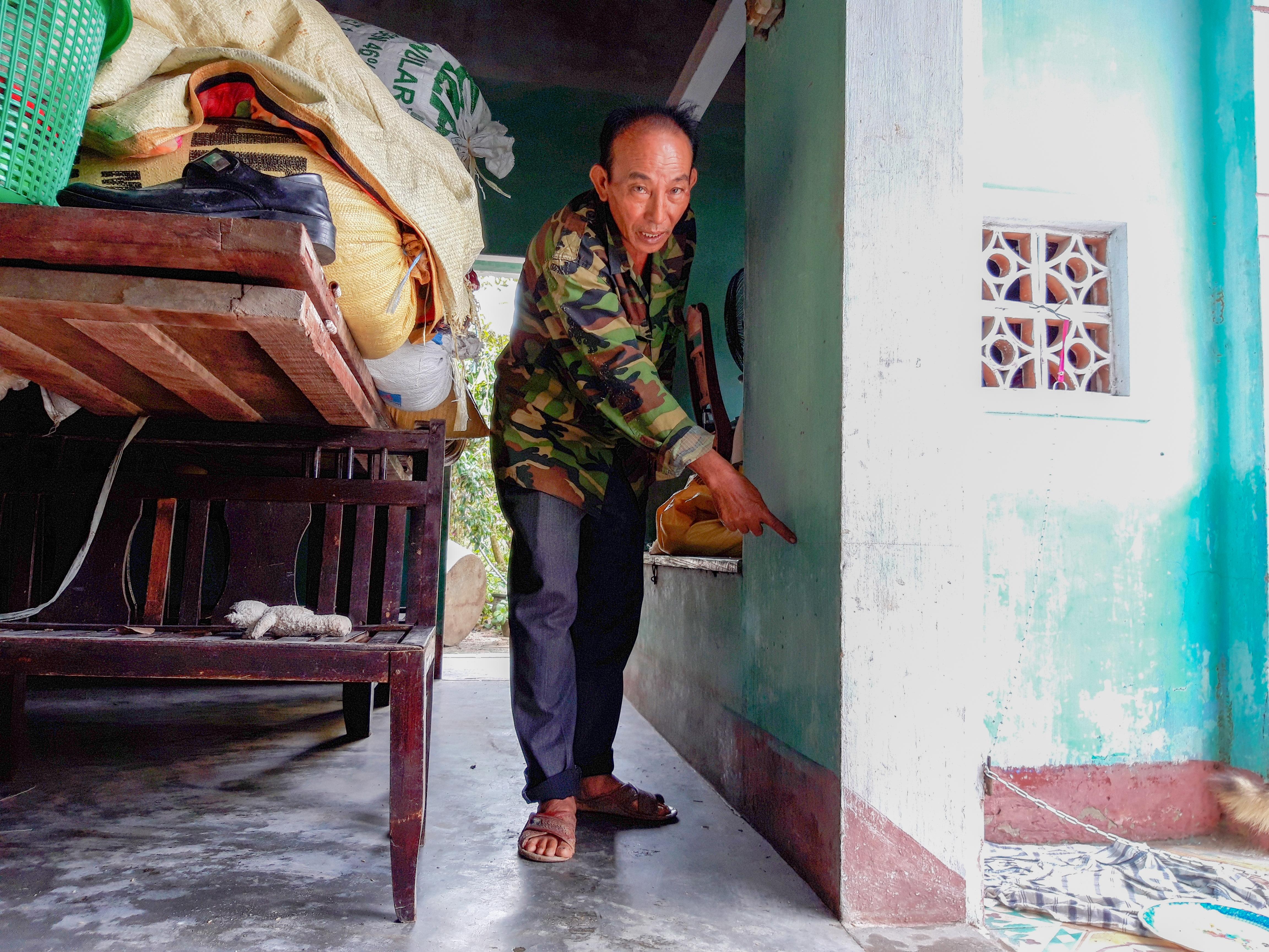 Nhiều nhà dân ở thôn Vân Tây lần đầu tiên bị ngập nước. Ảnh: HỒ QUÂN