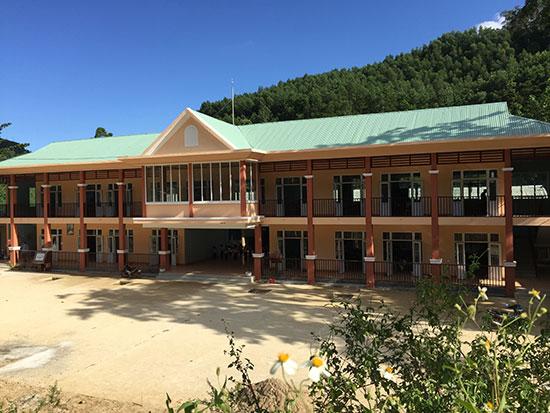 Trường PTDT BT Tiểu học Trà Leng được xây dựng mới với kinh phí hơn 6 tỷ đồng. Ảnh: T.B