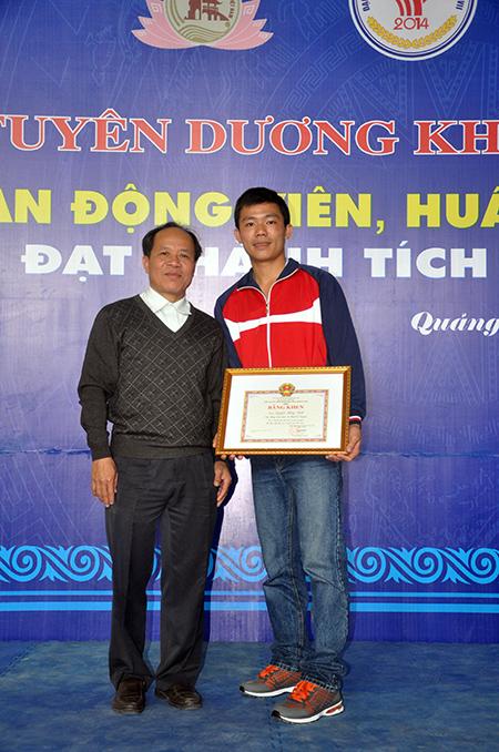 Đã 30 tuổi nên Nguyễn Hồng Ninh (bên phải) có lẽ sẽ không còn góp mặt tại đại hội năm 2022. Ảnh: T.V