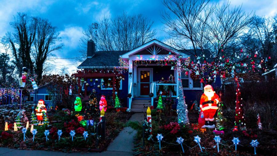 Giống như nhiều nơi, người dân ở Thụy Điển những ngày này rất bận rộn với công việc mà họ yêu thích trong mùa Noel là trang trí ngôi nhà của mình thật đẹp. Ảnh: Getty Images