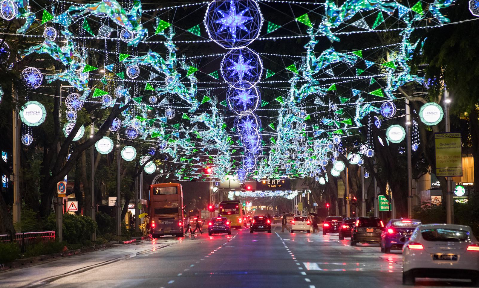 Singapore là một trong những nơi chào đón Noel rực rỡ nhất khi khắp các tuyến phố được trang trí rất nhiều dây đèn. Ảnh: marketing-interactive