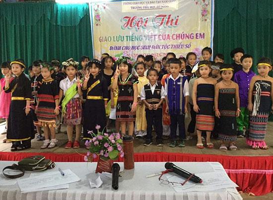 """Hội thi """"Giao lưu tiếng Việt của chúng em"""" tại Trường Tiểu học Zơ Nông (Nam Giang). Ảnh: T.T"""