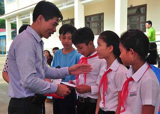 Việc sắp xếp trường, lớp nhầm nâng cao chất lượng giáo dục tại địa phương. Ảnh: VINH ANH