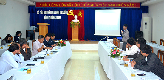 Đại diện Sở NN&PTNT Quảng Nam trình bày tại hội thảo. Ảnh: QUANG VIỆT