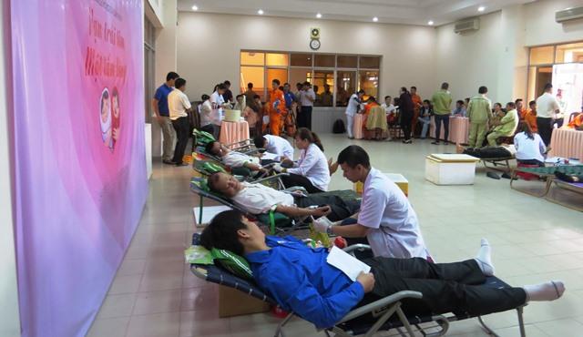 Đây là lần thứ 4 ngành điện Việt Nam tổ chức hiến máu thiện nguyện trong toàn ngành. Ảnh: HOÀNG LIÊN