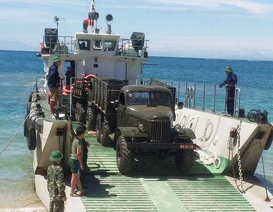 Đại đội vận tải thủy (Trung đoàn 655) vận chuyển phương tiện ra Cù Lao Chàm cho Bộ CHQS Quảng Nam năm 2017.