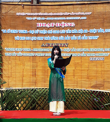 Ca sĩ Yuuka phát biểu kêu gọi mọi người chung tay bảo vệ môi trường.