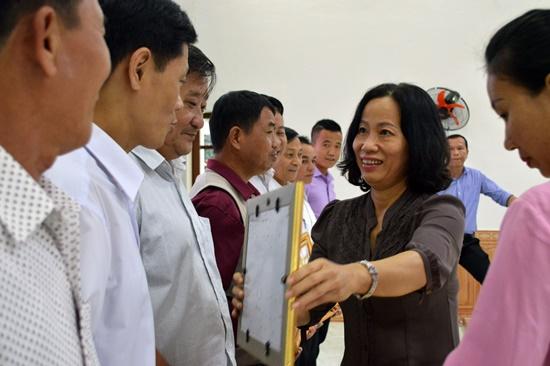Trao tặng Bằng khen cho tập thể, cá nhân xuất sắc trong kỳ Đại hội TDTT tỉnh lần thứ VIII