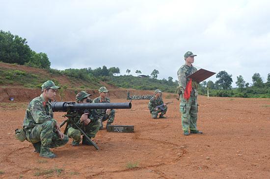 Huấn luyện chuyển loại chuyên nghiệp quân sự cho quân nhân chuẩn bị xuất ngũ. Ảnh: ANH TUÂN