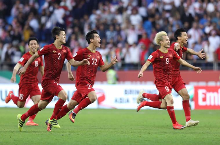 Các cầu thủ Việt Năm mừng chiến thắng