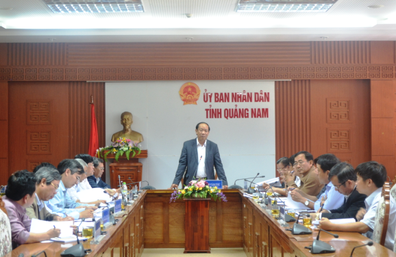 Quang Nam leaders discuss the ADB's projects on expansion of Tam Hiep water plant and Dien Nam - Dien Ngoc Urban water supply system. (quangnam.gov.vn)