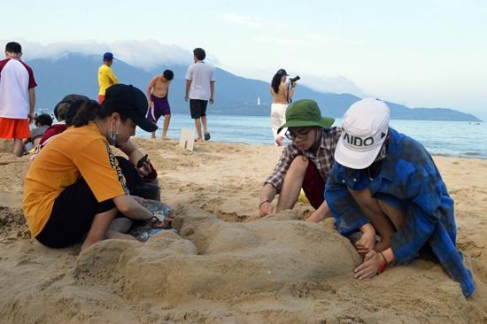Du lịch biển là sản phẩm thu hút khá đông du khách đến Đà Nẵng