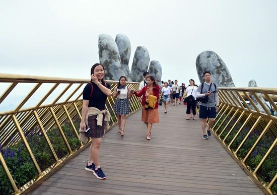 Sản phẩm du lịch mới Cầu Vàng Bà Nà Hills