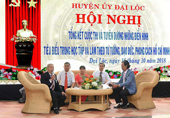 Huyện ủy Đại Lộc tổ chức tuyên dương những điển hình tiêu biểu trong học tập và làm theo gương Bác Hồ. Ảnh: H.L