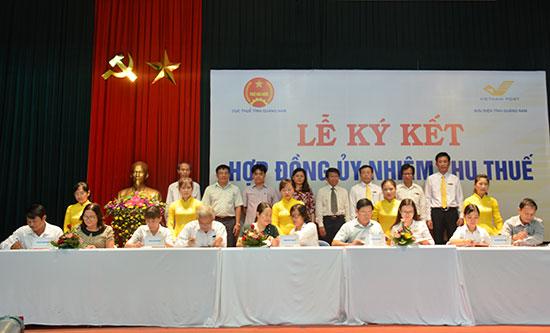 Cục Thuế và Bưu điện Quảng Nam đã ký kết hợp tác triển khai thu thuế đối với cá nhân nộp thuế khoán qua bưu điện. Ảnh: T.L