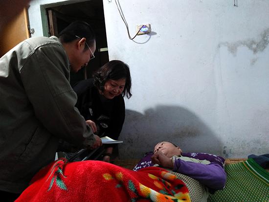 Thăm và động viên hội viên Nguyễn Quang Cân.