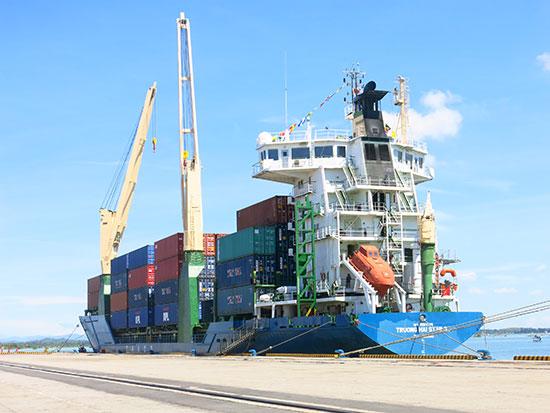 Cảng Chu Lai phát triển trở thành cảng container lớn nhất miền Trung. Ảnh: T.DŨNG
