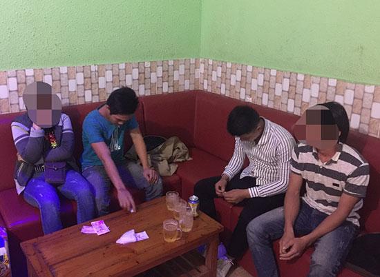Một vụ sử dụng ma túy trái phép trong quán karaoke được phát hiện, xử lý tại xã Tam Phước vào ngày 22.1 vừa qua. Ảnh: L.T