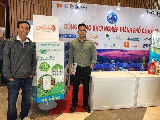 Nhiều doanh nghiệp khởi nghiệp đã ra đời tại Đà Nẵng trong thời gian qua.  Trong ảnh: Anh Nguyễn Quốc Phong (trái) CEO của dự án H2O Farm. Ảnh: NVCC