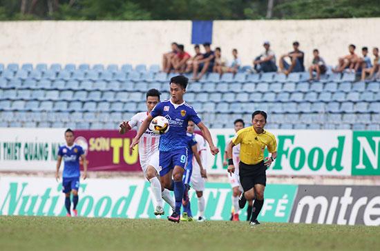 Việc có nhiều cầu thủ Quảng Nam thi đấu sẽ kéo khán giả đến sân đông hơn. Ảnh: Tường Vy
