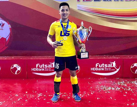 Hồ Văn Ý đam mê theo đuổi bóng đá futsal và trở thành thủ môn trẻ xuất sắc trong lòng người hâm mộ. Ảnh: T.S.Nam