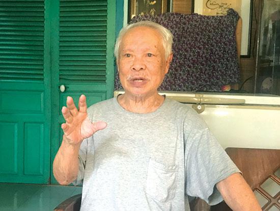 Ông Quách Giao - con trai đầu nhà thơ Quách Tấn hiện sống ở Nha Trang.  Ảnh: Trần Đăng