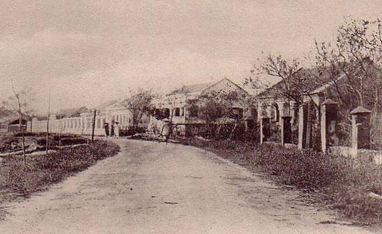 Đà Nẵng lúc Paul Doumer đến chỉ có 12 ngôi nhà tập trung trên đường Bạch Đằng dọc bờ sông.