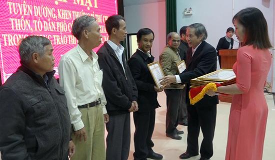 Huyện ủy Thăng Bình gặp mặt, tuyên dương bí thư chi bộ thôn, tổ dân phố xuất sắc. Ảnh: T.S