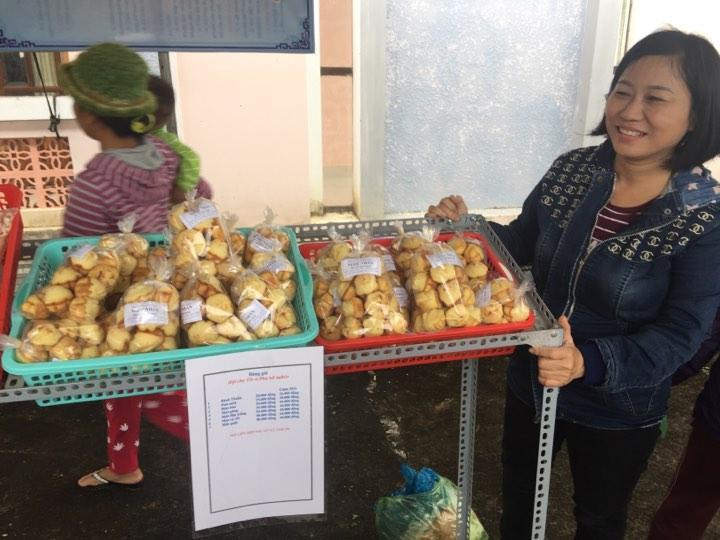 Sản phẩm bánh thuẩn của chị Trang được nhiều người ưa chuộng. Ảnh: L.T