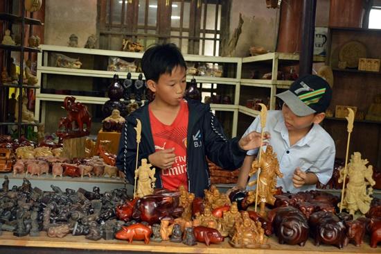 Ngày nay sản phẩm làng nghề được phát triển theo hướng thương mại dịch vụ