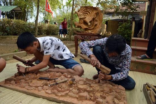 Các nghệ nhân trẻ làng nghề tại lễ hội
