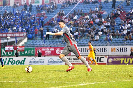 Thủ môn đội tuyển quốc gia Văn Lâm đã chuyển đến Muangthong United thi đấu là cơ hội để anh phát triển tài năng. Ảnh: T.V