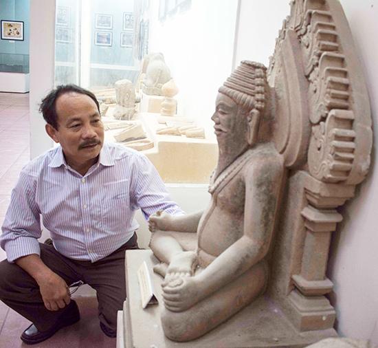 Tượng Tu sĩ Chămpa vẫn còn những ý kiến bàn luận, tạo sự chú ý với nhiều người yêu văn hóa.