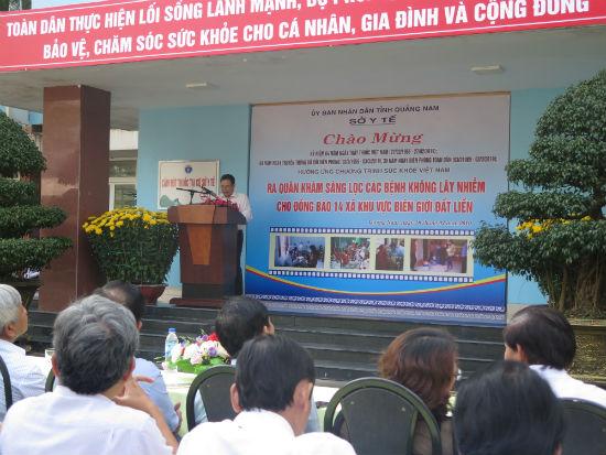 Phó Chủ tịch UBND tỉnh Lê Văn Thanh phát biểu động viện đoàn bác sĩ tham gia khám chữa bênh. Ảnh: L.Q