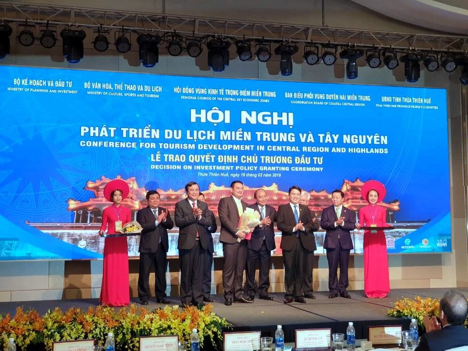 FVG Group is given the decision on investment project of Dong Giang heaven gate eco-tourism. Photo: FVG