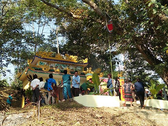 Đình làng Arầng dưới bóng đa di sản.