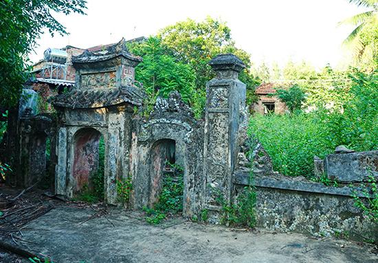 Lăng thờ Ông Nam Hải tọa lạc tại thôn Hạ Thanh 2, xã Tam Thanh đã bị xuống cấp. Ảnh: N.Đ.N