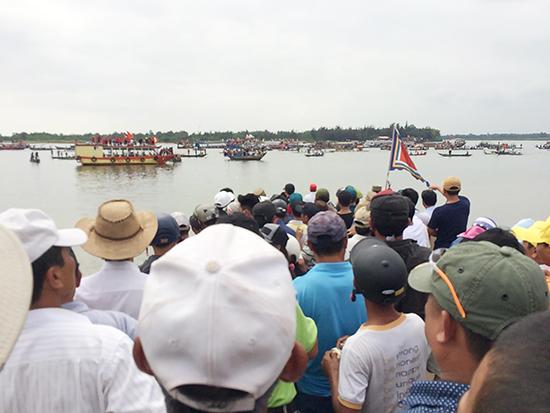 Giải thu hút nhiều thuyền đua và người xem đến từ các địa phương trong tỉnh Quảng Nam.