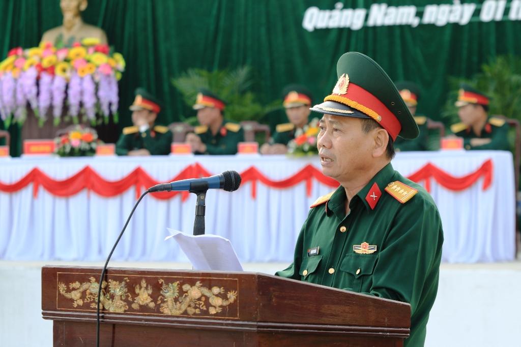 Đại tá Hứa Văn Tưởng - Chỉ huy trưởng Bộ chỉ huy quân sự tỉnh phát biểu tại lễ ra quân. Ảnh: T.C