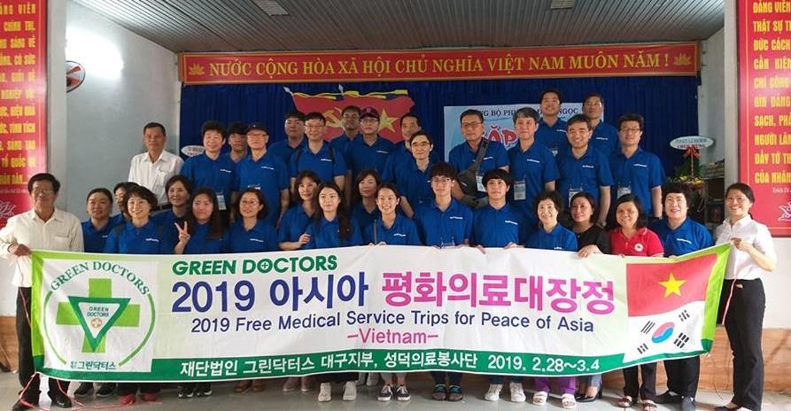 Đoàn y, bác sĩ Bệnh viện đa khoa Long An Segaero. Ảnh: B.T