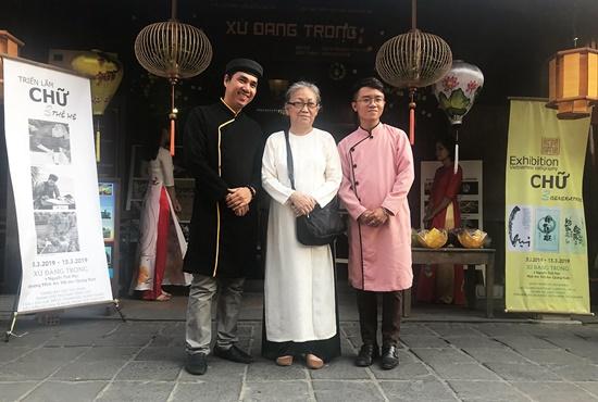 Ba nghệ sĩ thư pháp đến từ TP.HCM tham gia triển lãm