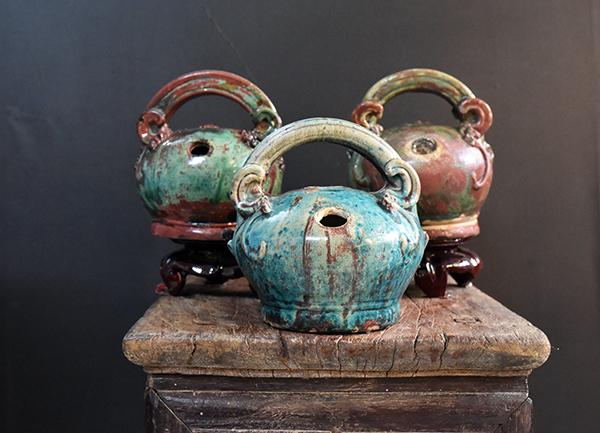 Bộ sưu tập Bình vôi Quảng Đức, niên đại: thế kỷ 16 -17 của Chủ nhiệm câu lạc bộ Phạm Văn Phát.