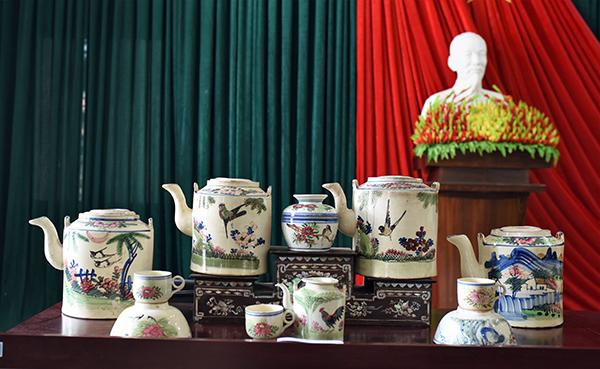 Gốm Nam bộ, niên đại: thế kỷ 20 của nhà sưu tập Trương Văn Kế.