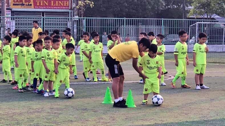 Các trẻ em nghèo sẽ được Trung tâm Bóng đá cộng động Đức Nhật 09 miễn phí học phí, trang phục để các em có cơ hội theo đuổi ước mơ. Ảnh: Đ. Đ