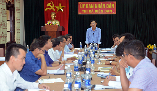 Lãnh đạo UBND thị xã Điện Bàn chủ trì cuộc họp chiều 8.3 báo cáo vướng mắc của 7 dự án căn bản hoàn thành trong Đô thị mới Điện Nam - Điện Ngọc.